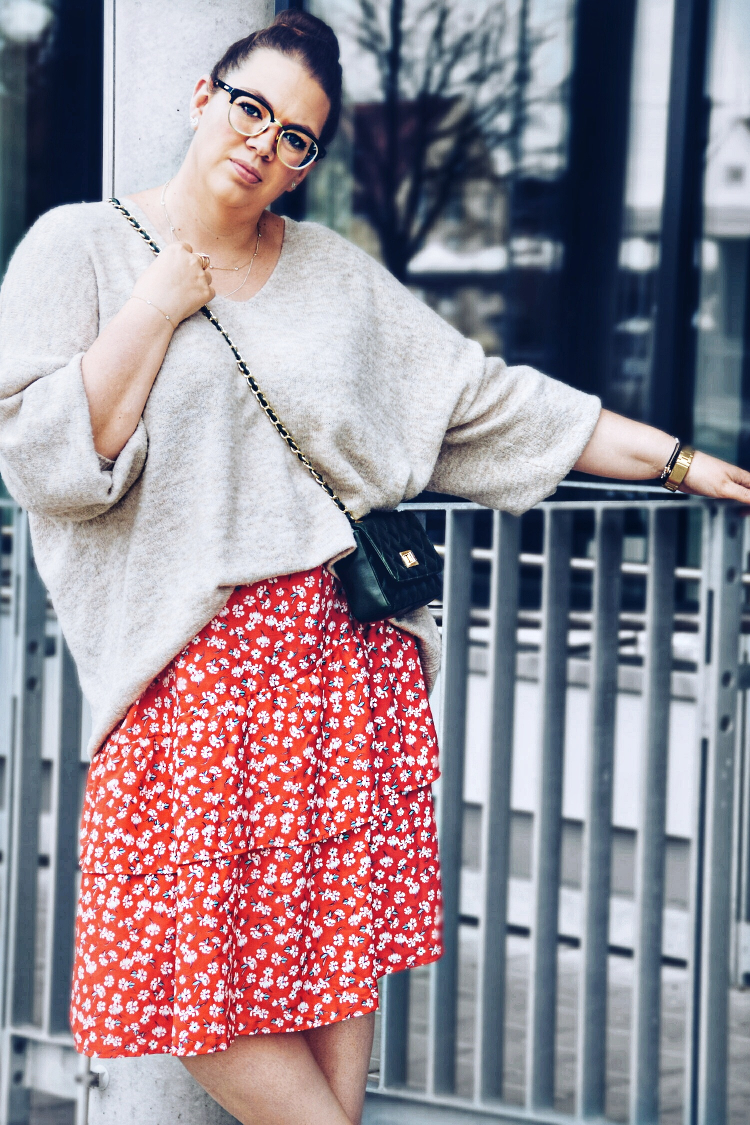 Outfit : Midirock mit Blumenmuster Asos Curve & Oversize Sweater 2