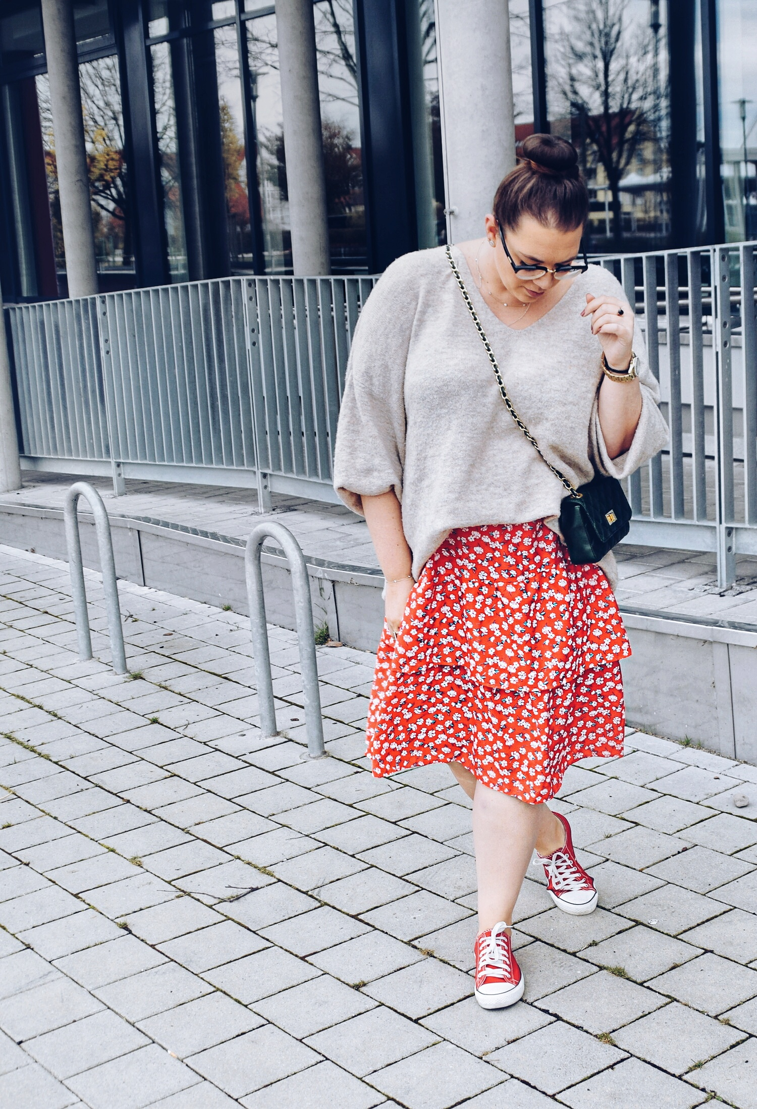 Outfit : Midirock mit Blumenmuster Asos Curve & Oversize Sweater 5