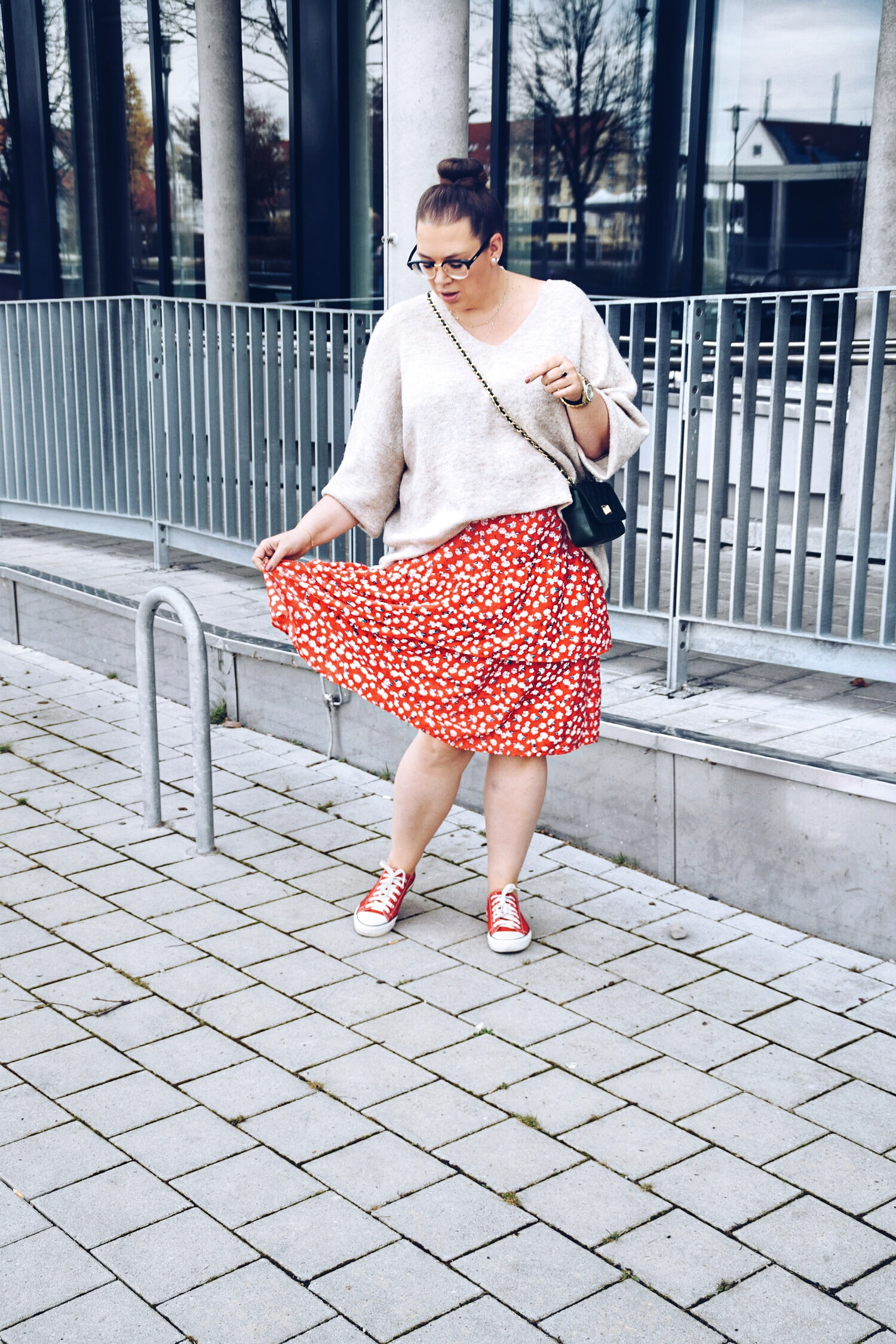 Outfit : Midirock mit Blumenmuster Asos Curve & Oversize Sweater 8