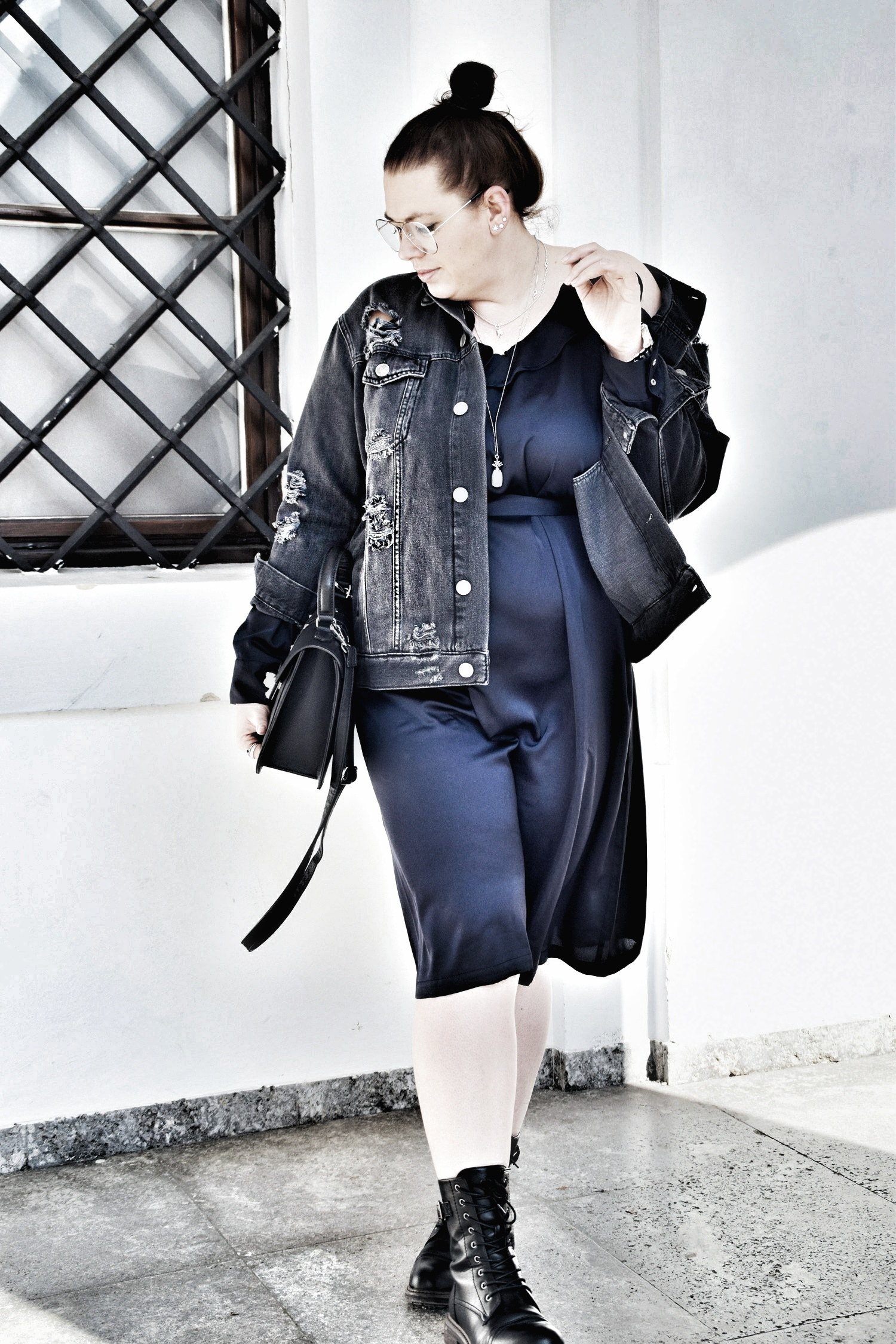 Outfit : Satin Kleid Manon Baptiste & Destroyed Jeansjacke Zizzi_1