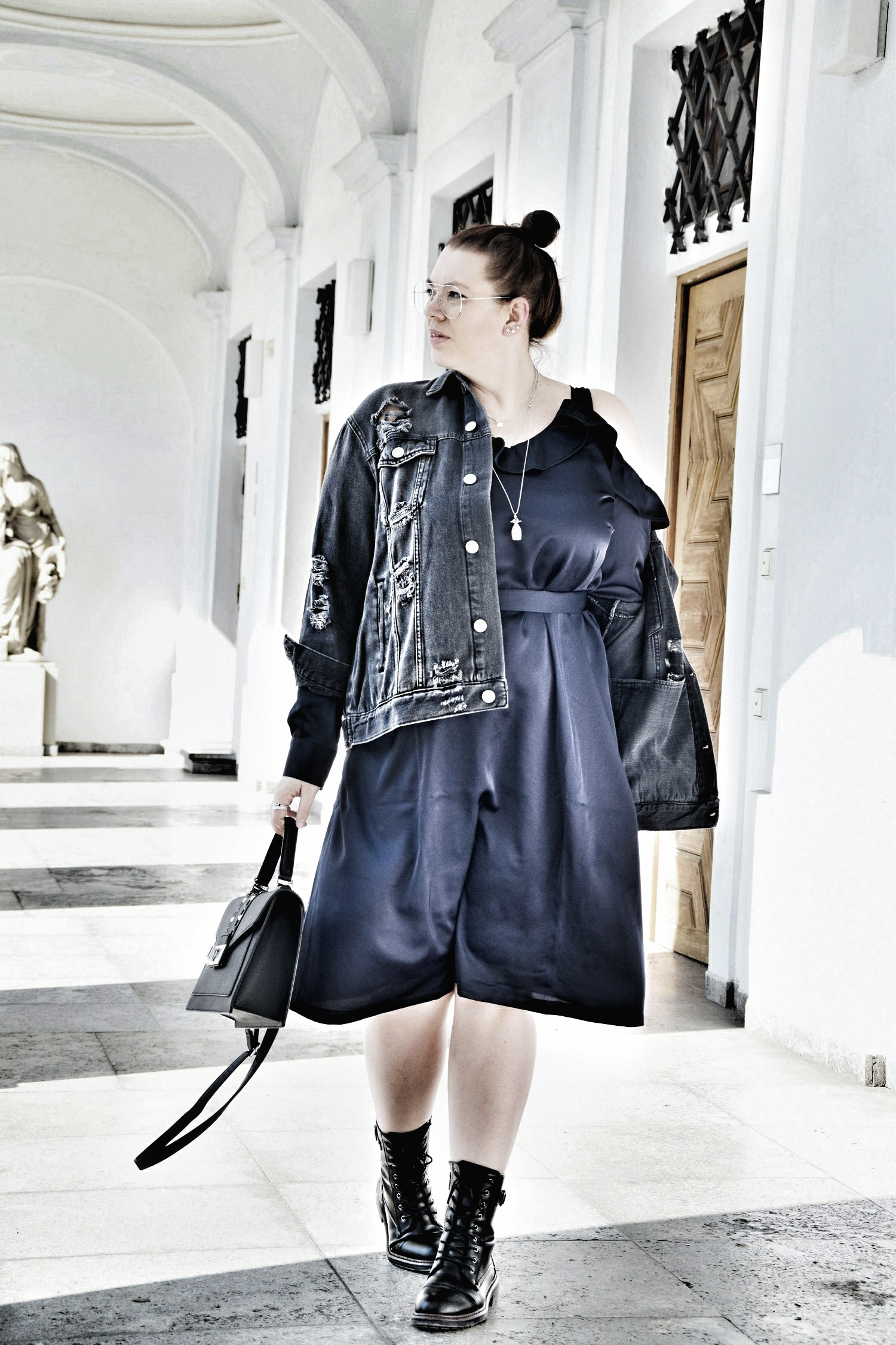 Outfit : Satin Kleid Manon Baptiste & Destroyed Jeansjacke Zizzi_3