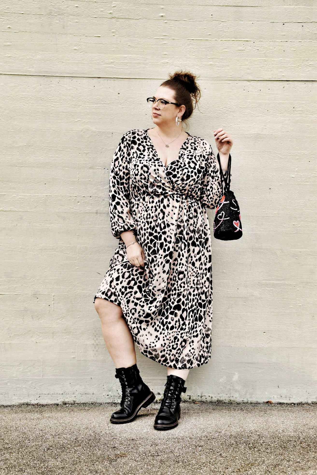 Outfit : Mididress mit Animalprint boohoo plus_1